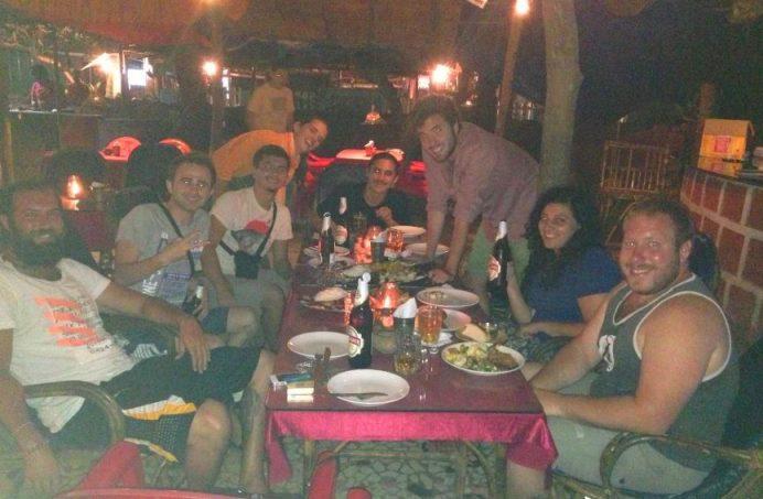 Goa'da Tanıştığımız Şahin Abi (Uzun Sakallı Olan ) ve diğer gezignler
