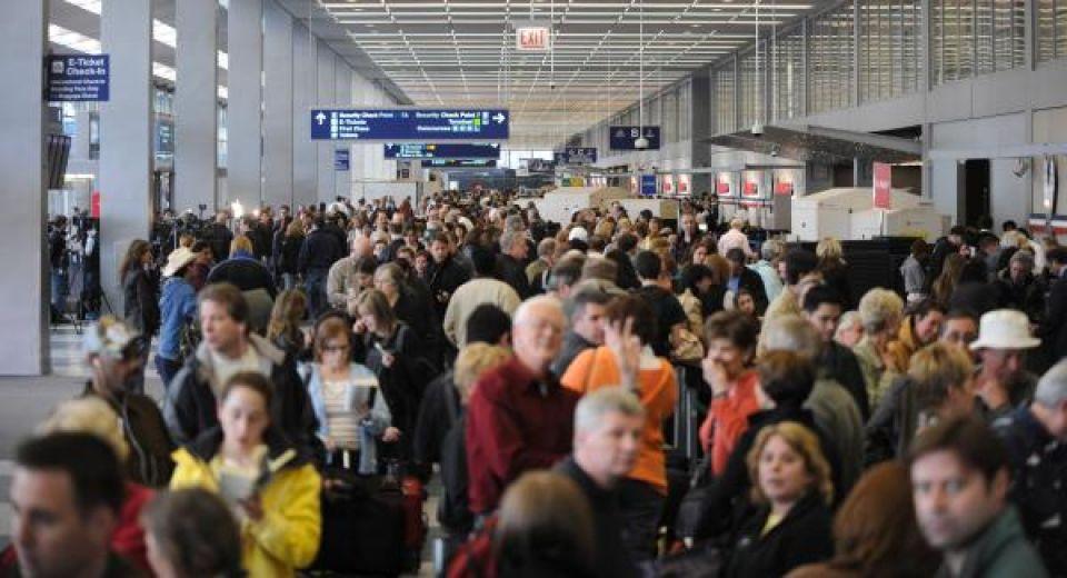 Havaalanında pasaport kontrolünü nasıl geçirebilirim