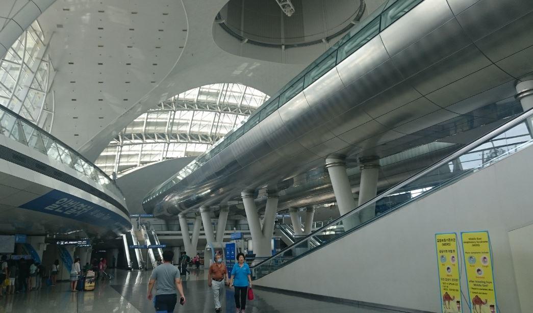 Incheon Havalimanı-Sol Tarafta Tren Bileti Alacağınız Makineler
