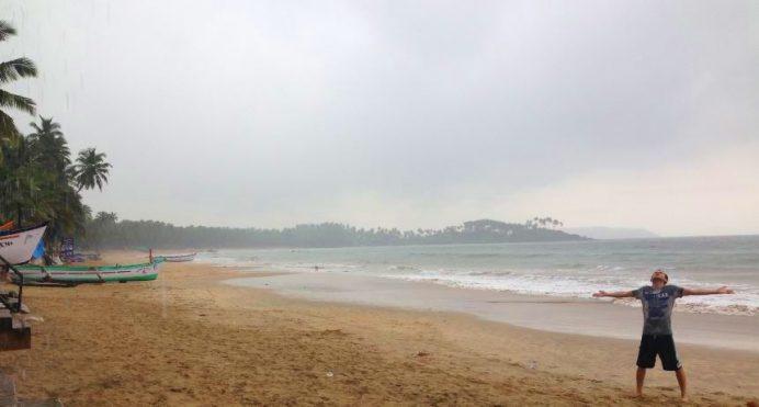 Goa Sahillerinde Islanmak Güzeldir-Yaz Aylarında Muson Aniden Bastırır