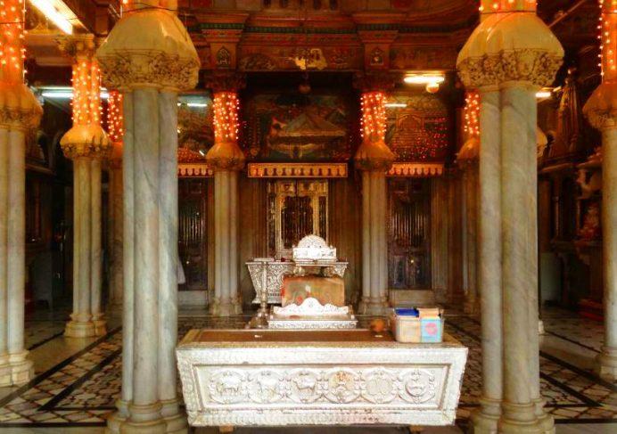Jain Tapınağının İçerisi