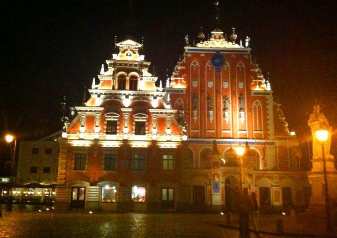 Akşamları Riga Sokakları