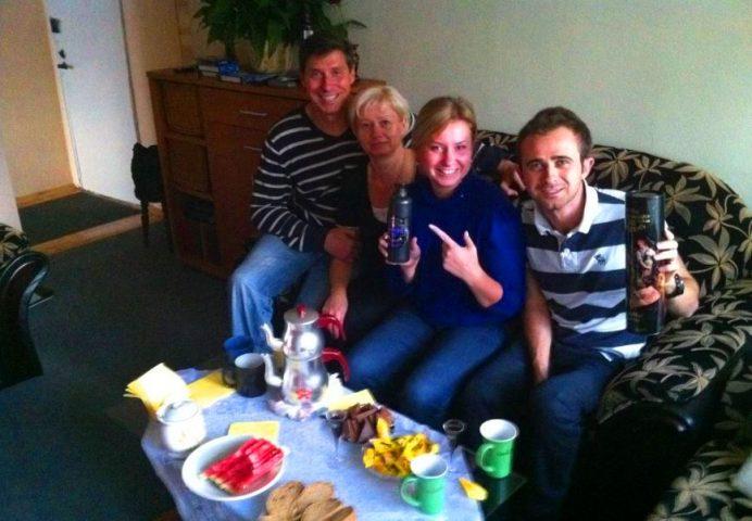 Olia'nın Babası-Annesi. Bana yerel içkileri Balsam hediye ettiler.