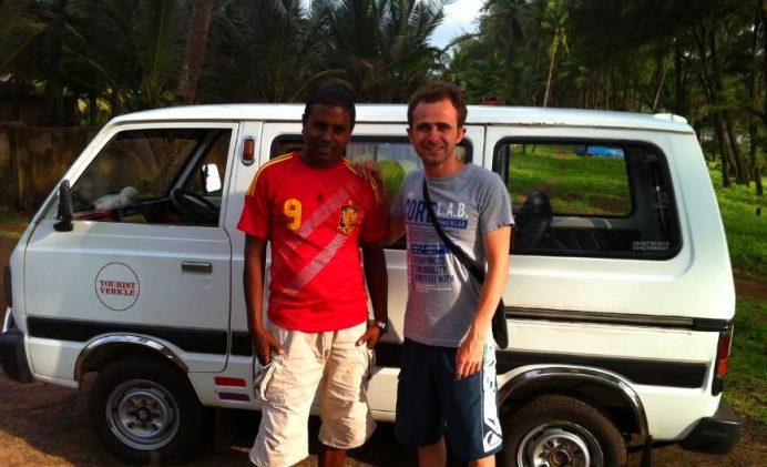 Hindistan'da Yol Arkadaşımız. Küçücük Arabayla Gezmek Çok Daha Kolaydı