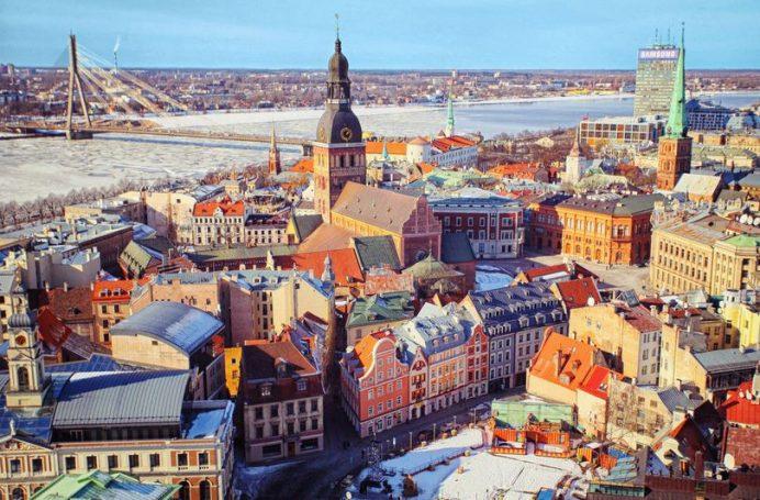 Riga, Kış Mevsiminde Buz Tutarmış. Aynen Fotoğraftaki Gibi.