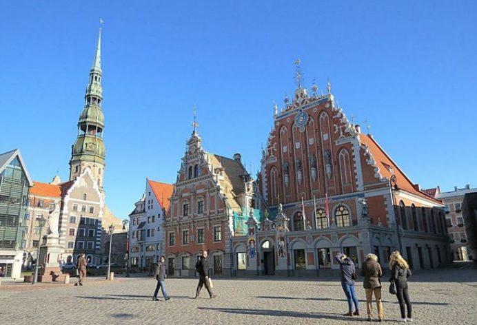 House of the Blackheads ve Town Square (Riga Kara Kafalılar Binası ve Şehir Meydanı)